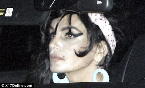Cindy Crawford Gives Her Impersonation of Amy Winehouse at Halloween Party