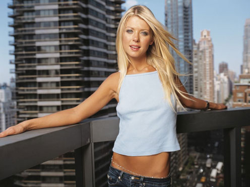 Slim and Beautiful Tara Reid, before the Operations