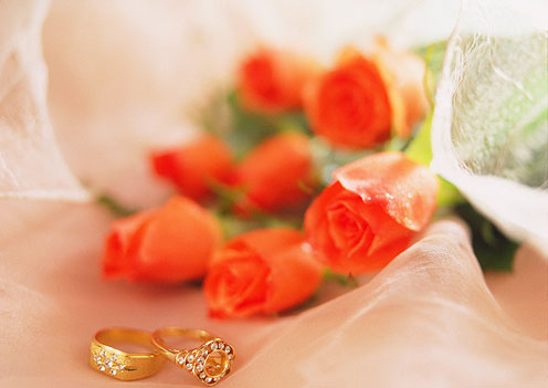 Tomantic Roses and Rings