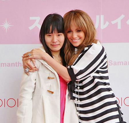 Jennifer Lopez and Samantha Thavasa