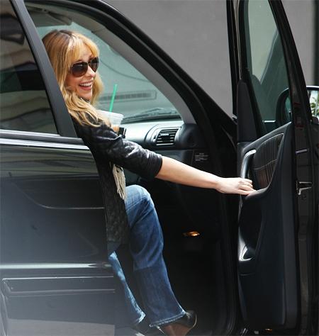 Sarah Michelle Gellar in Car