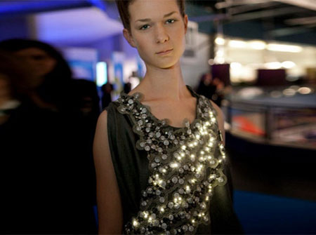 Led Powered Climate Dress Checks Surrounding Air - Front Side