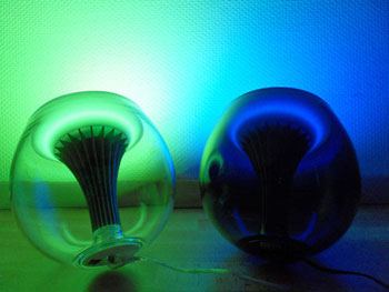 Philips LivingColors v2: Green and Blue LED lighting gadgets
