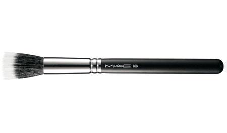 MAC Riveting Blush Brush