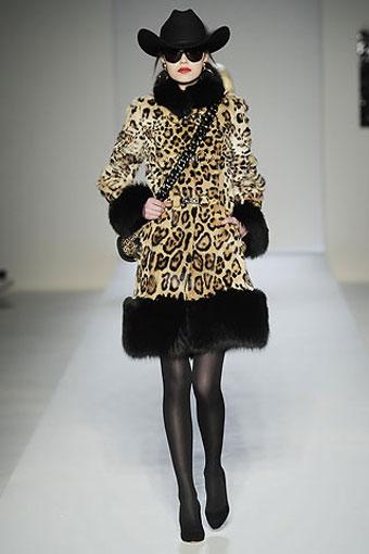 Moschino Winter 2010-2011