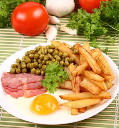 les aliments savoureux et le gain du poids