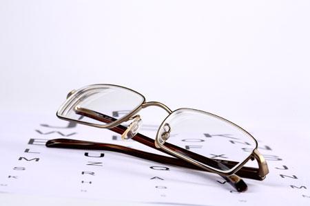 Eyeglasses vs. Contacts