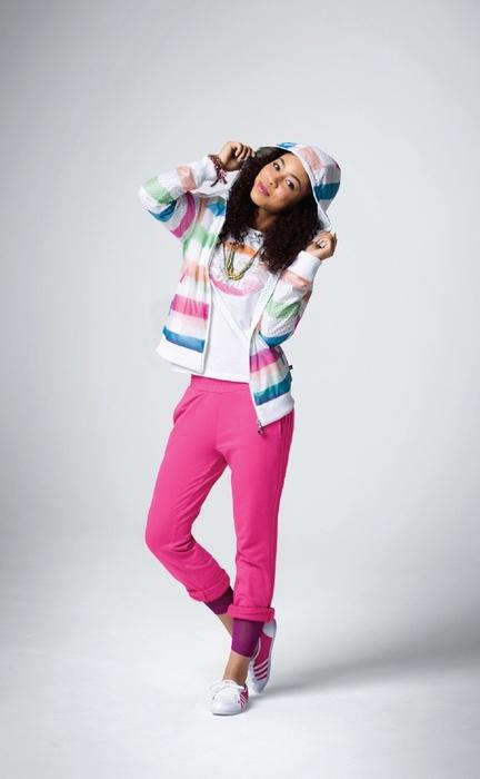 Среди других линеек adidas NEO традиционно выделяется яркими цветами...