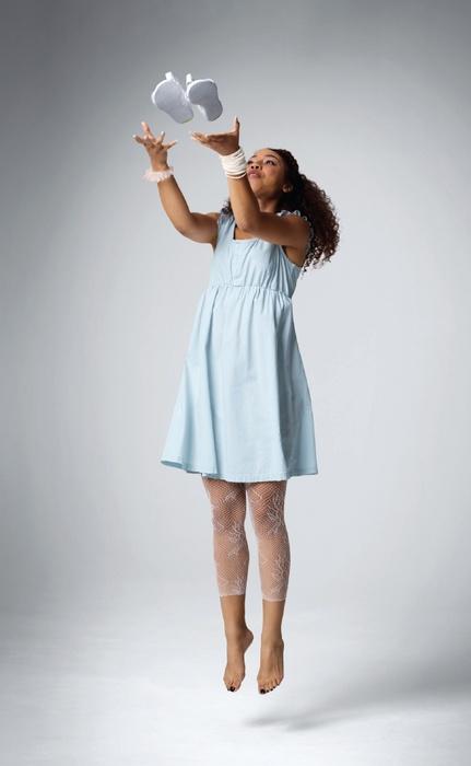Для дівчат adidas NEO пропонує легкі сукні, футболки, шорти і.