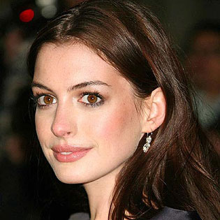 Anne-Hathaway