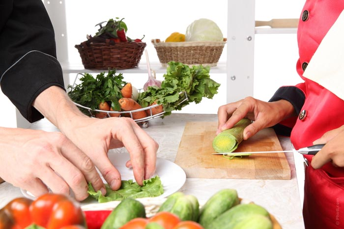 700-kitchen-cut-cook-prepare-onion-cooking-eat-food-cut-voard-knife-salad