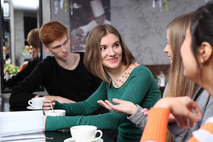 800-talking-conversation-communication-interesting-job-woman-friends