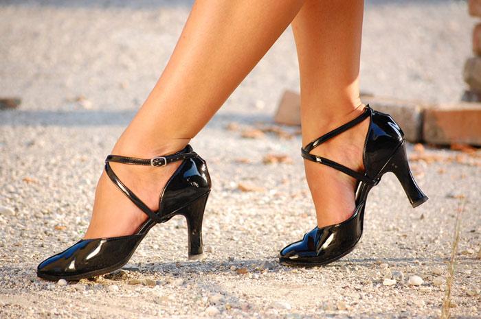 700-calves-shoes-legs-feet-lady-woman-beauty-shoe
