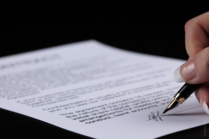 700-divorce-sign-signature-paper-document-write-pen-pencil