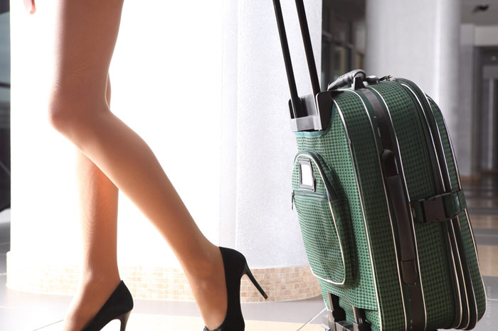 700-holidays-vacation-travelling-traveling-legs-woman-suitcase-trip-aeroport