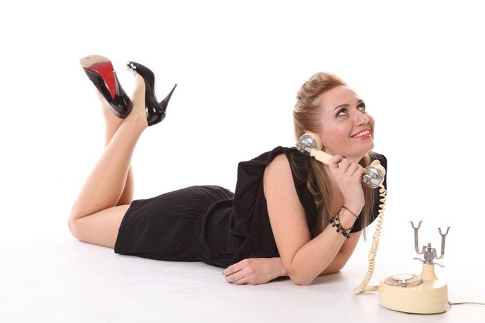 700-woman-speaking-telephone-smile-laugh