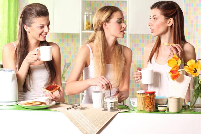 kitchen-food-coffee-tea-friends-girlfriends-talking-fun-speaking
