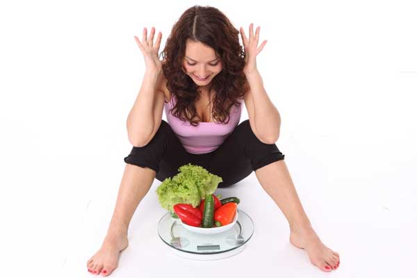 weight-weightloss-woman-veggies-diet-scales
