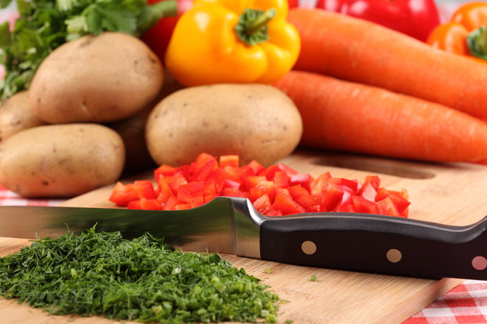 700-kitchen-cooking-food-eat-home-knife-chop-vegetables-potato-paprika-carrot