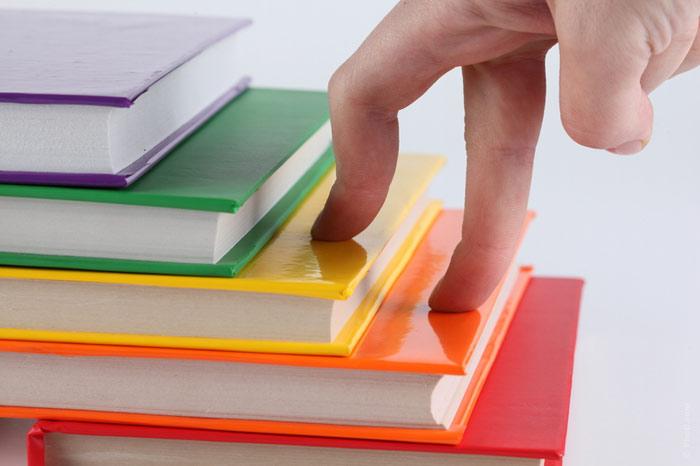 700-books-reading-ladder-career-smart-intelligent-progress-fingers