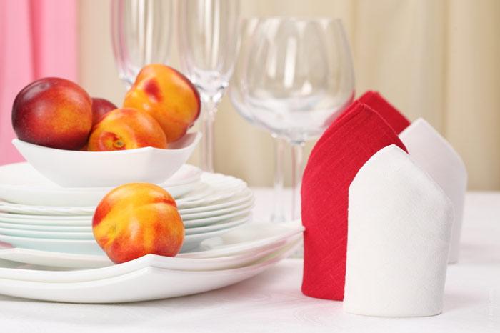 700-tabke-kitchen-dinner-supper-lunch-restaurant-peach-glasses-plates