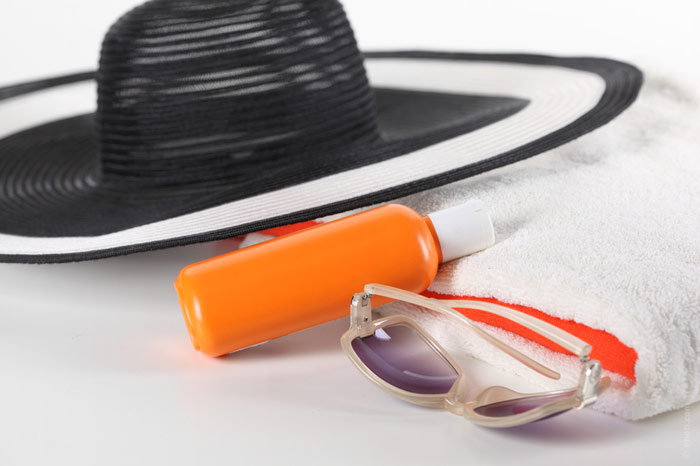 700-sunscreen-lotion-sun-vacation-beach-hat-cream-protection-uv-eyeglasses