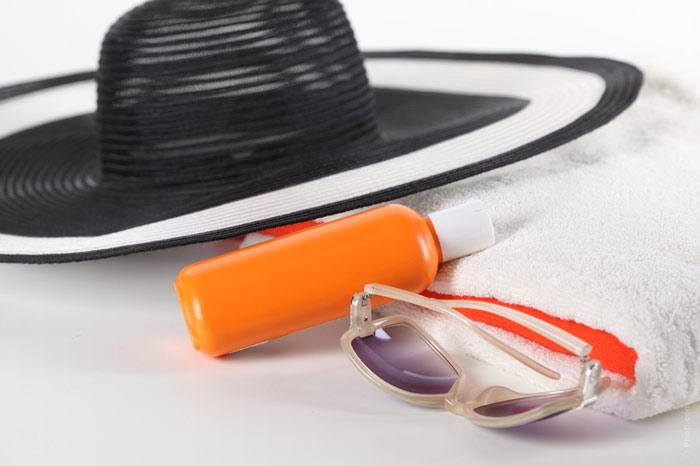 700-sunscreen-lotion-sun-vacation-beach-hat-cream-protection-uv-eyeglasses