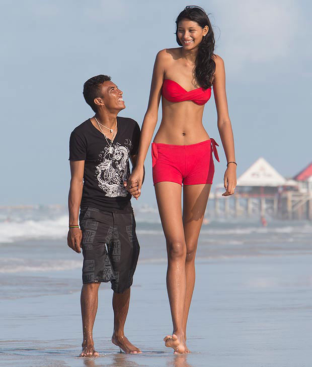 Tallest Woman In The World 2009