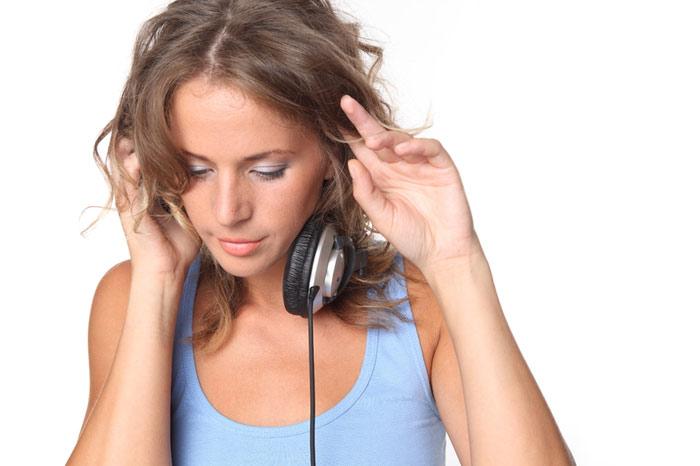 700-music-listen-woman