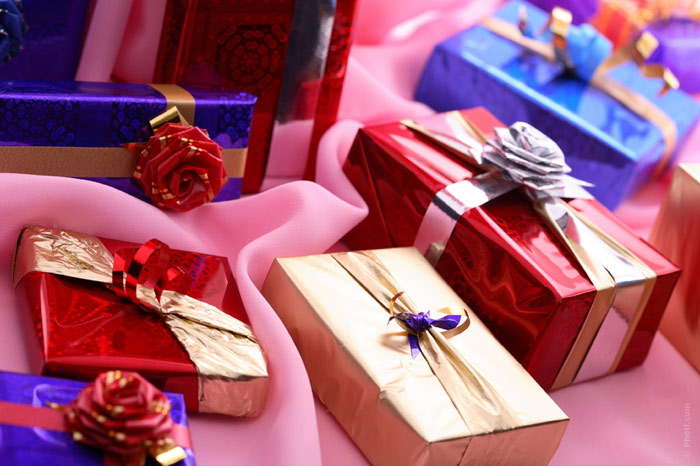 700-gifts-present-