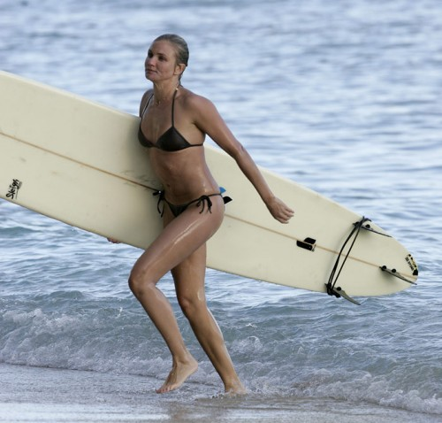 cameron-diaz-sports-surfing