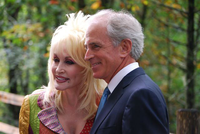 Dolly_Parton_and_Bob_Corker