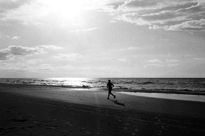 running-jogging-beach