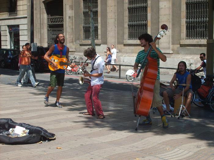 street-musicians-barcelona