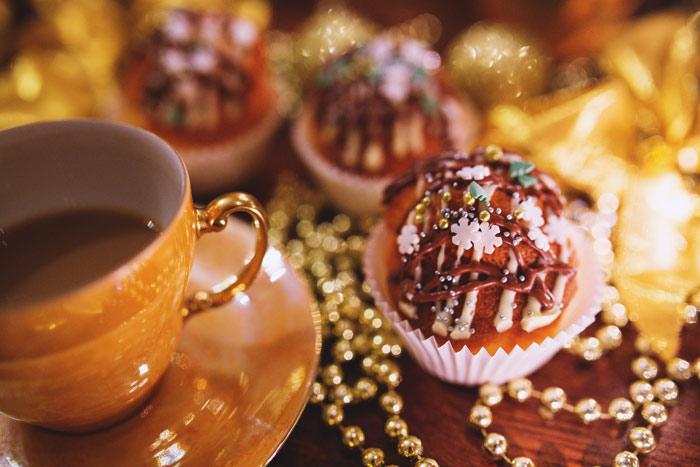 kaboompics.com_Christmas-Cupcake-&-Coffee