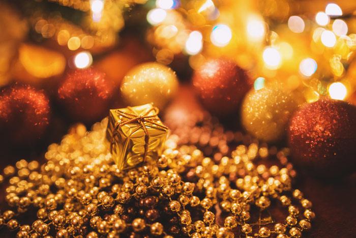 kaboompics.com_Tiny-Gold-Christmas-Gift
