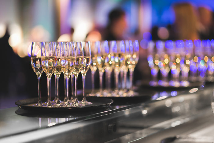 drink-alcohol-party-Glasses-of-champagne-in-a-row-on-a-table