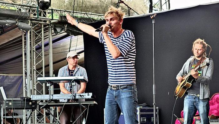 man-singer-stage-artist-rockstar