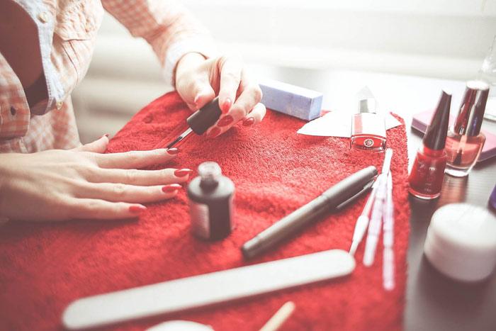 nails-beauty-makeup-woman-hands-nails
