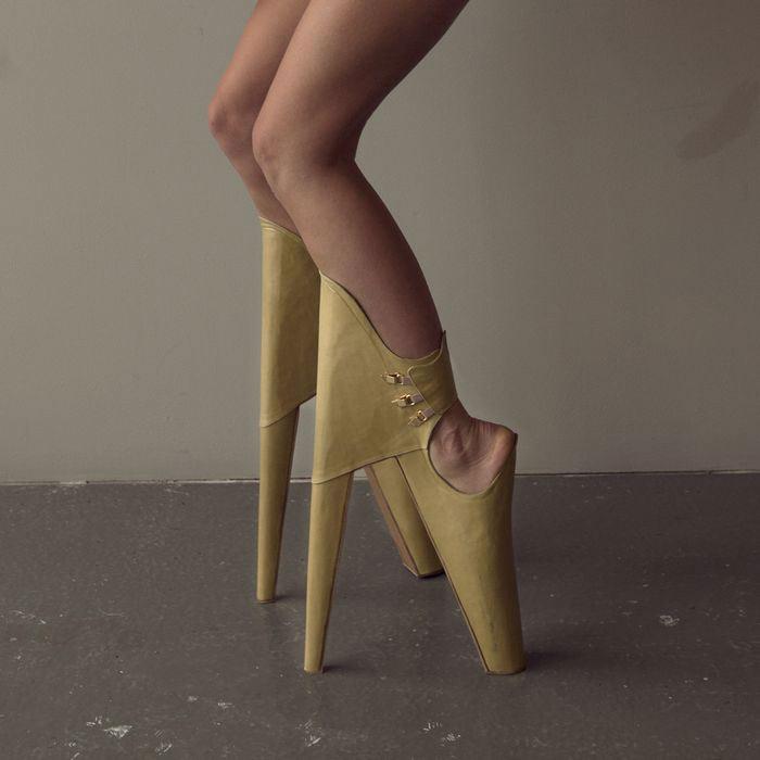 weirdest-uncomfortable-shoes9