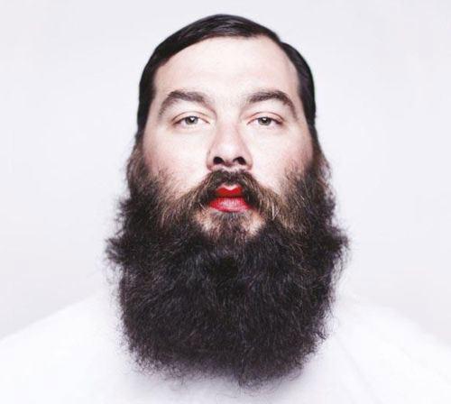 beard-lipstick