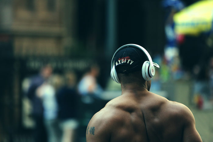 body-muscles-fitness-walk-city-music-listening-New-York-man-back