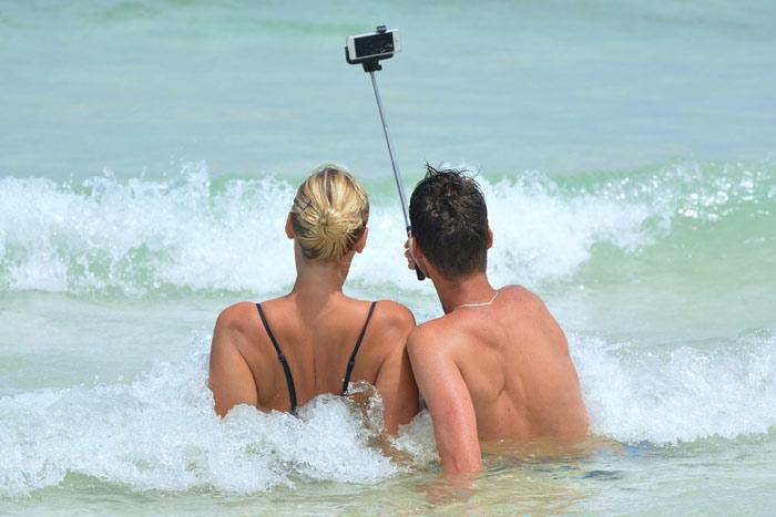 1-selfie-beach