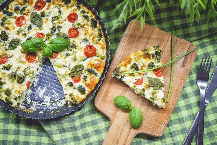 pizza-vegetarean-vegetables-basil