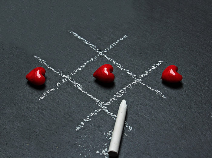 tic-tac-toe-love-win-chalk-relationships-dating