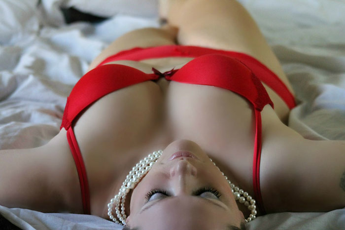 girl-woman-bra-underwear